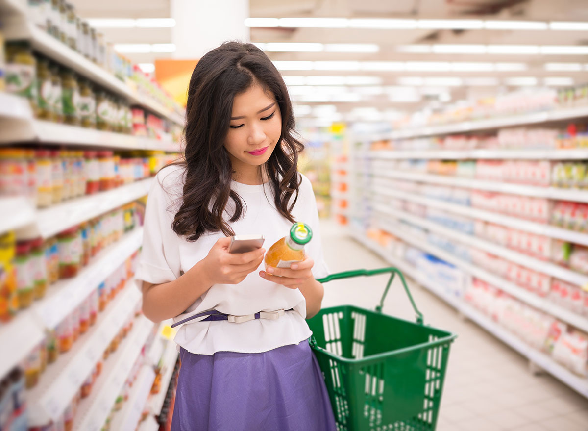 Reading nutrition label