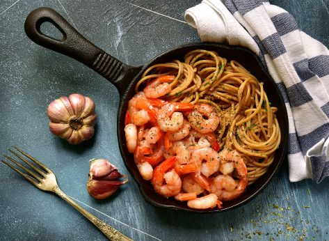 Shrimp and whole wheat spaghetti in cast iron pan