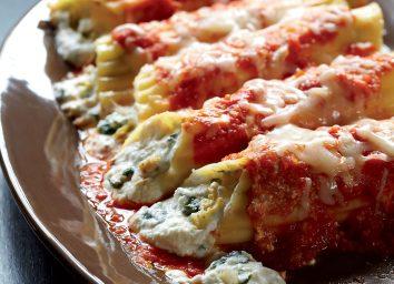 Spinach-artichoke tomato sauce manicotti with spicy
