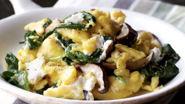 Vegetarian shiitake, spinach & goat cheese scramble