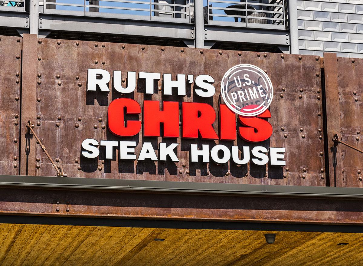 Ruth's-Chris-Steak-House-Restaurant-SIgn