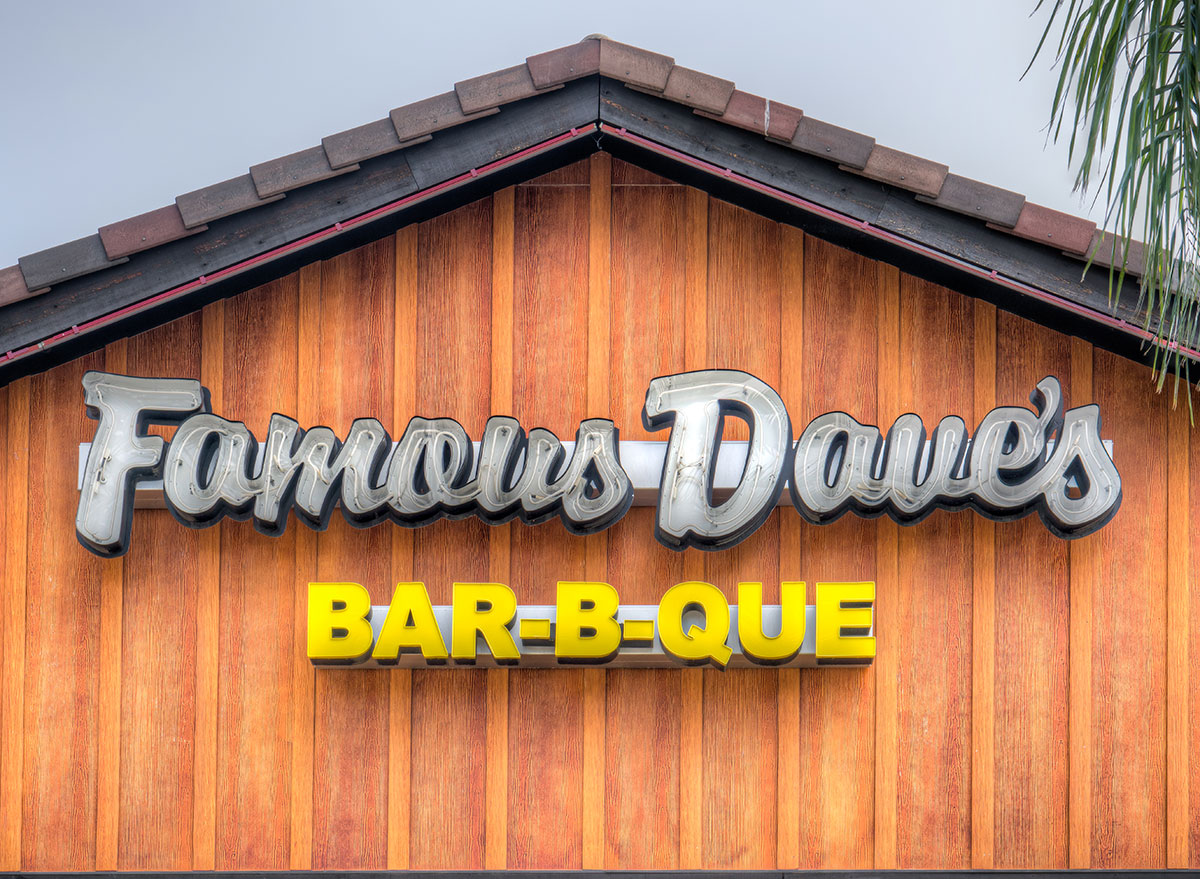 Famous dave's bbq restaurant