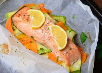 Salmon carrots zucchini parchment packet