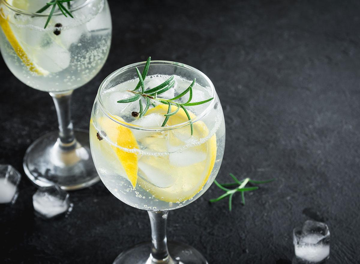 gin & tonic cocktail in glasses lemon garnish