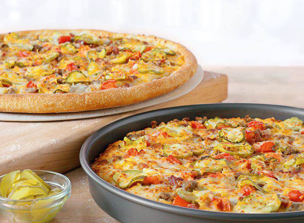papa johns bacon cheddarburger pizza in pan and on serving tray