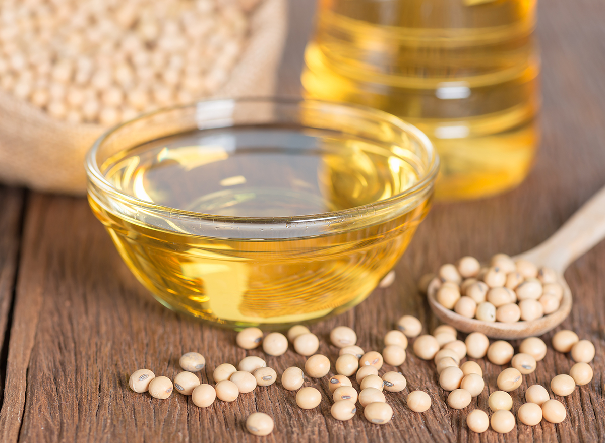 soybean-oil-in-glass-bowl-with-wooden-spoon-and-soybeans