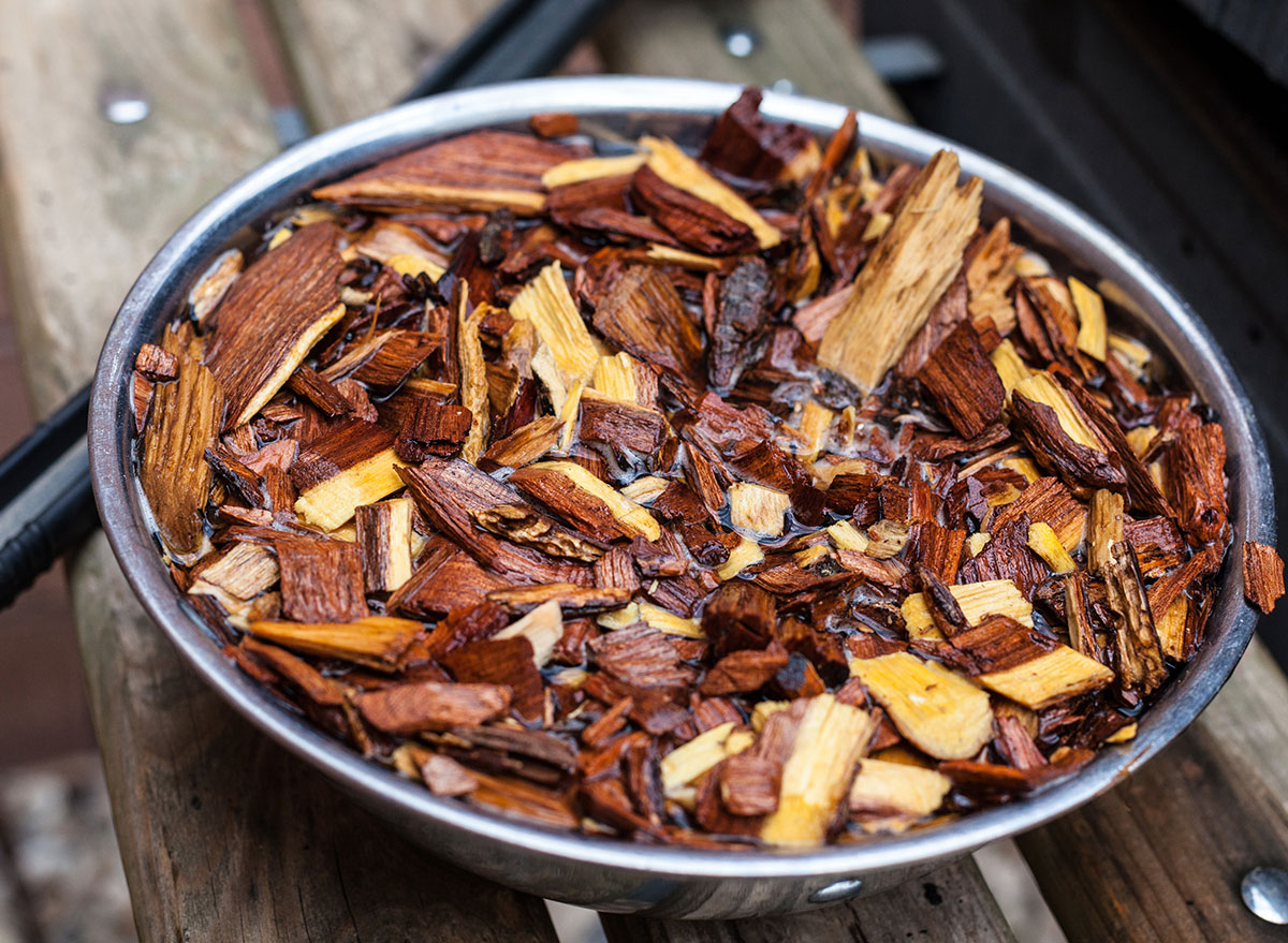 grill wood chips soaking