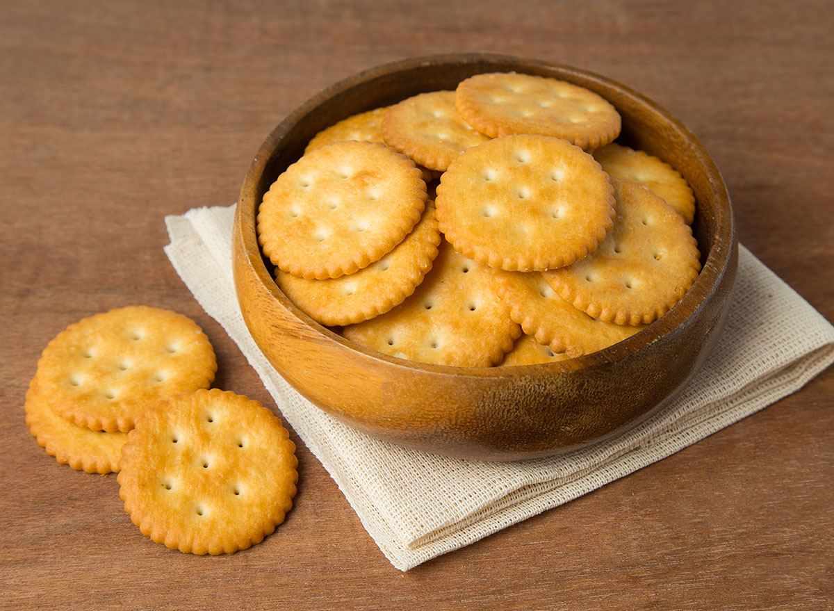 ritz crackers in bowl on cloth napkin