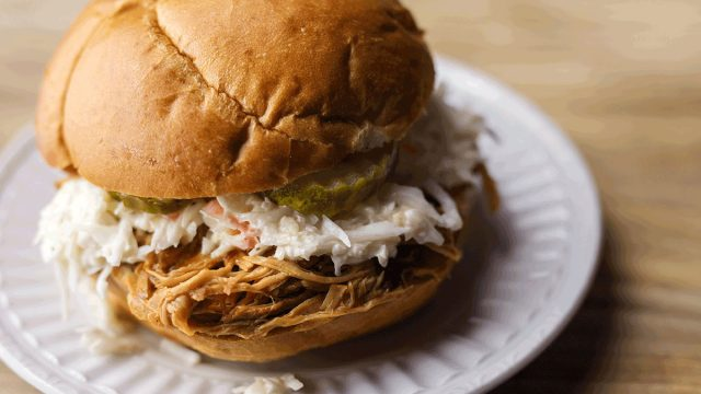 tennessee bbq sandwich coleslaw pickles
