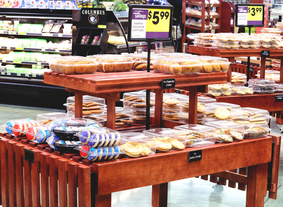 Grocery store bakery cookie display