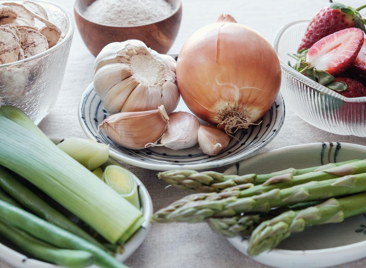 Prebiotic foods for gut health - asparagus leeks onion garlic strawberries bananas