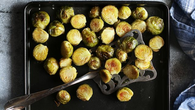 brussel-sprouts-on-pan-roasted-folate-food