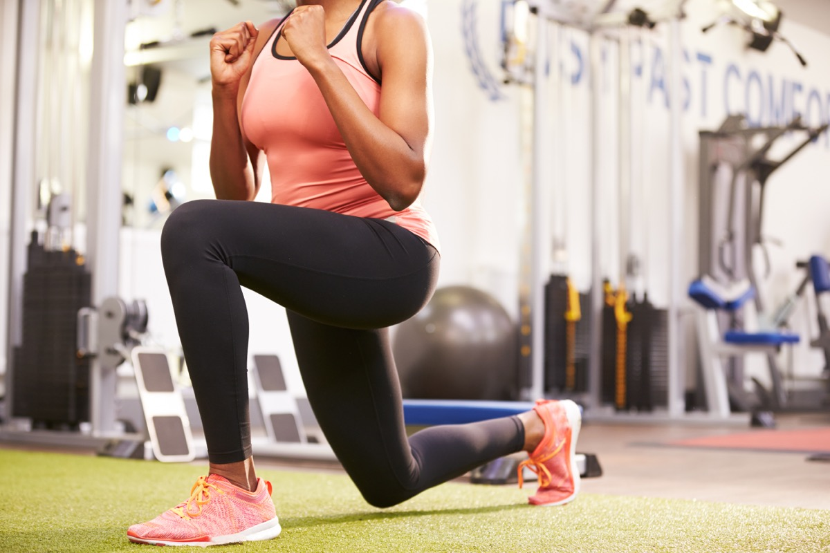 Woman doing lunges in a gym