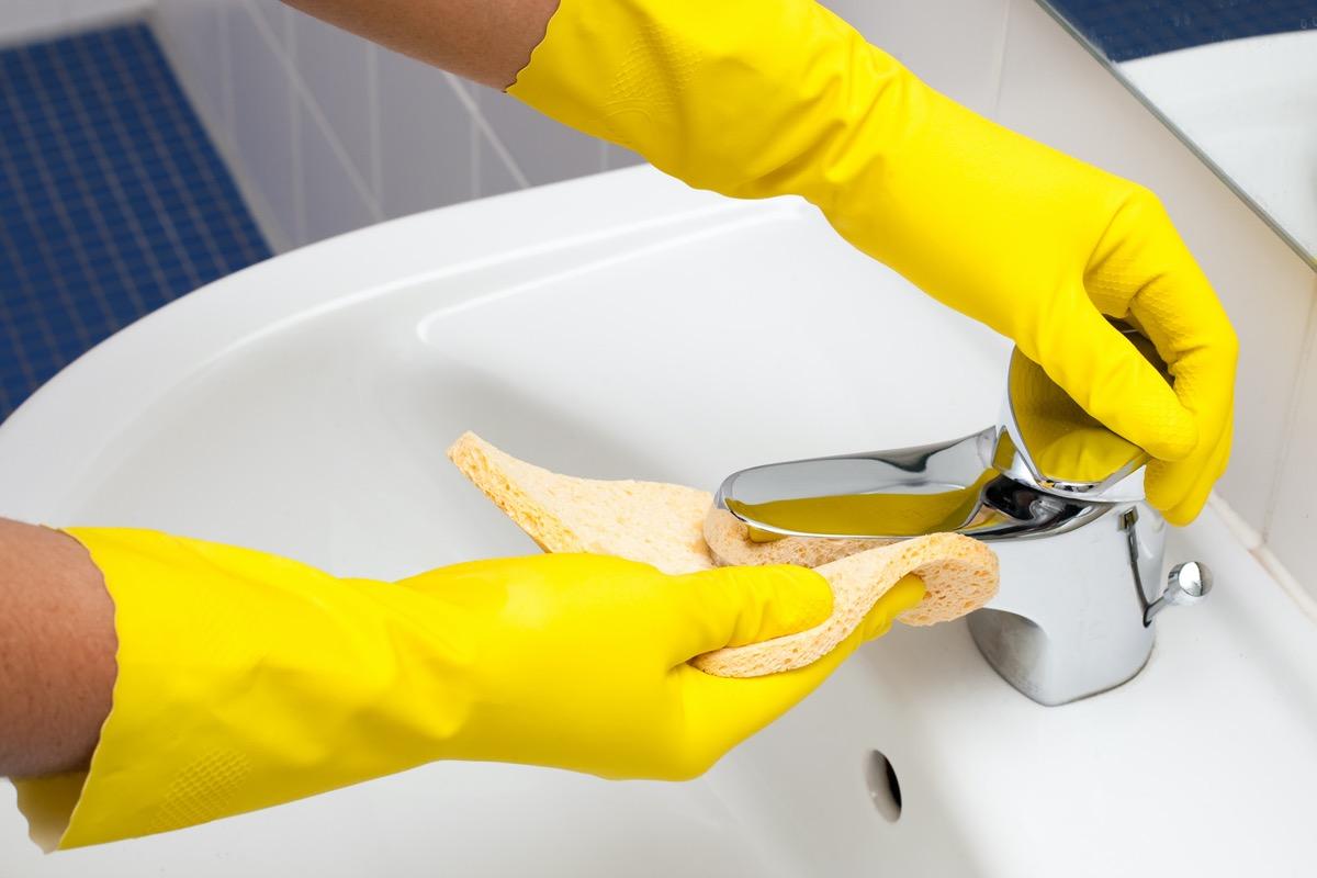 Clean up bathroom sink