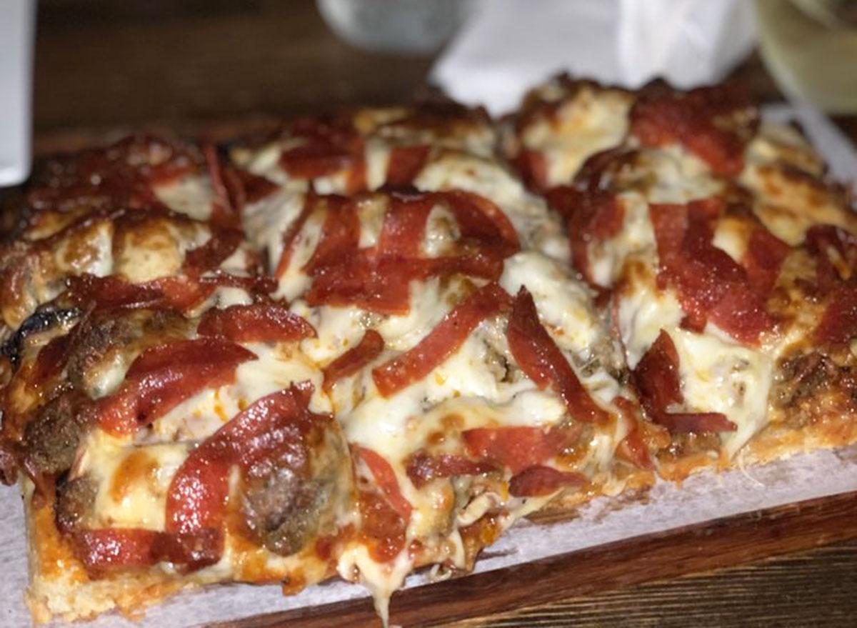 joe bennys the kordellini pizza