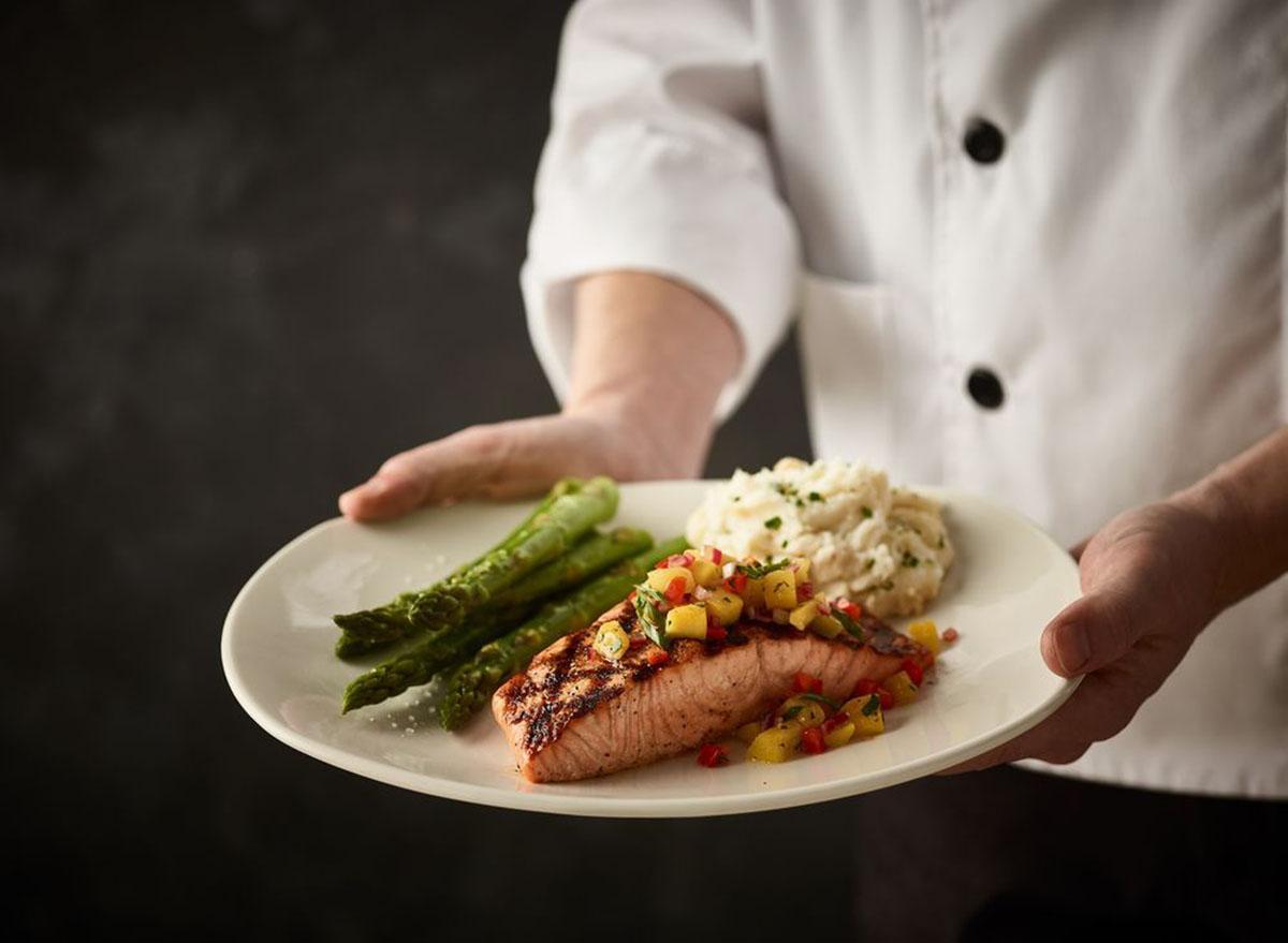 healthiest restaurant dish bonefish grill salmon mango salsa