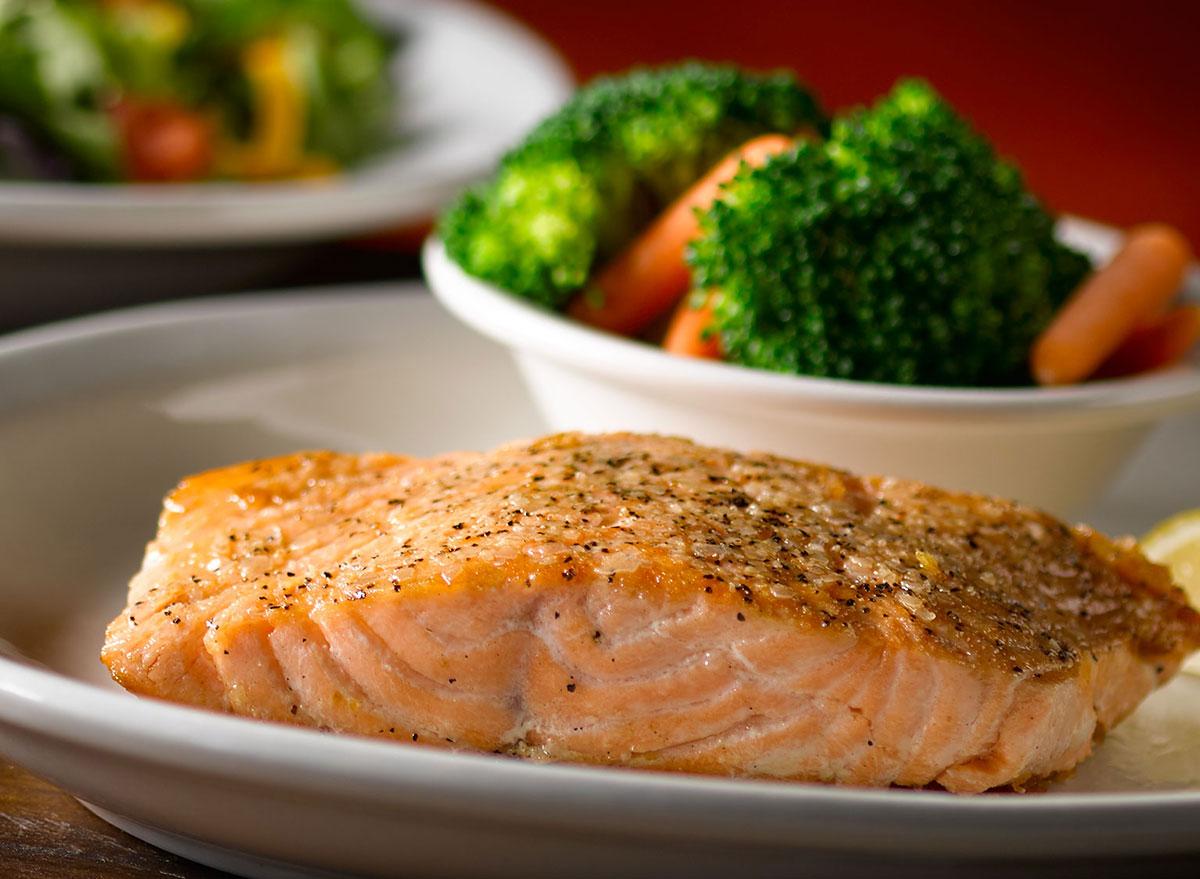 texas roadhouse grilled salmon