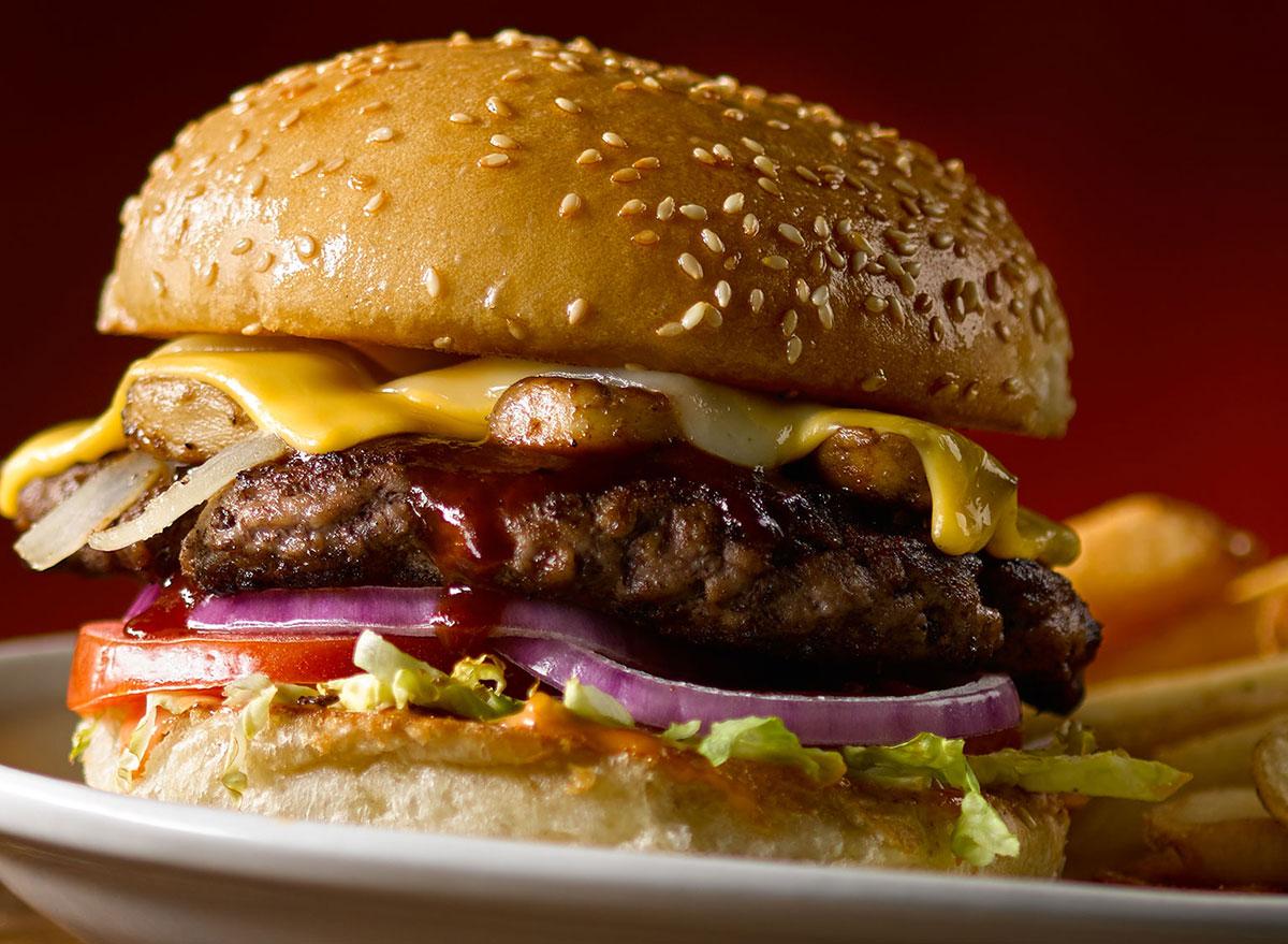 texas roadhouse smokehouse burger