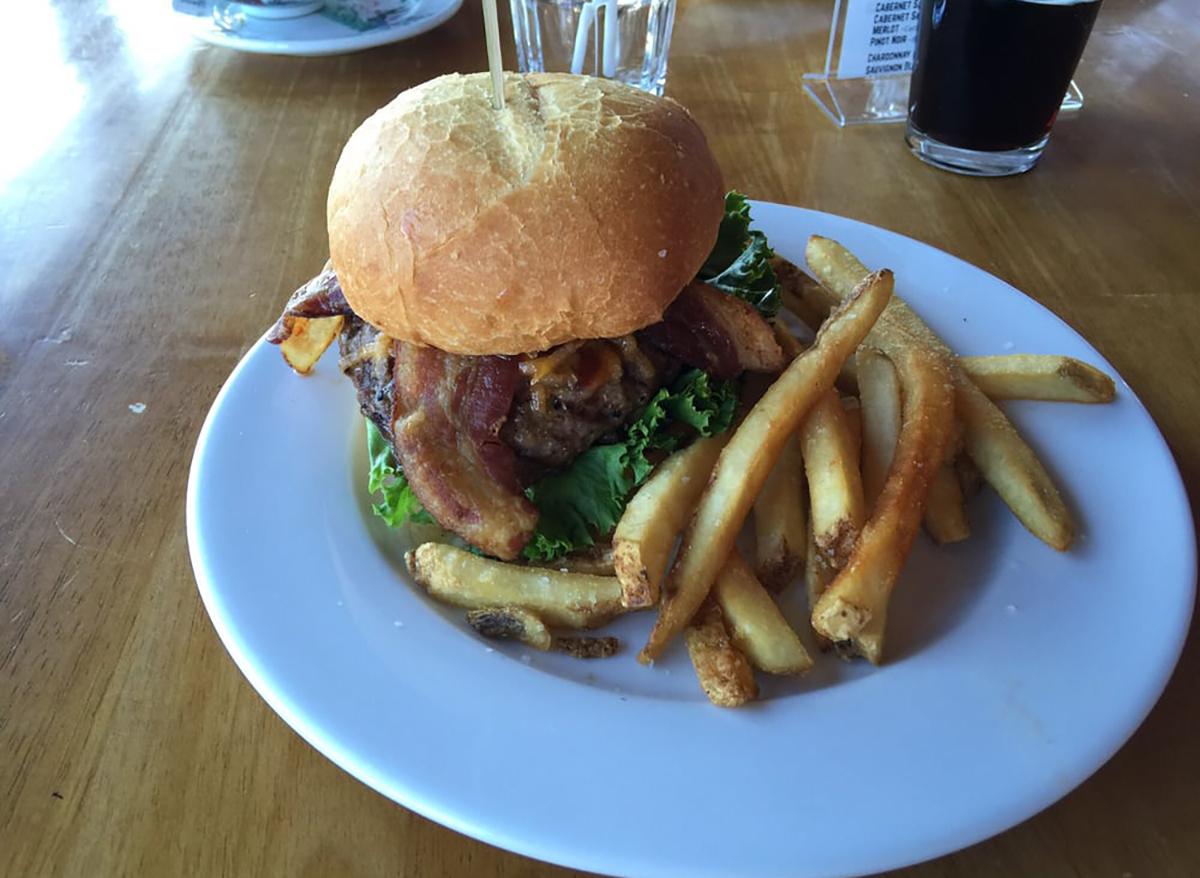 whiskey burger at comb ridge in utah