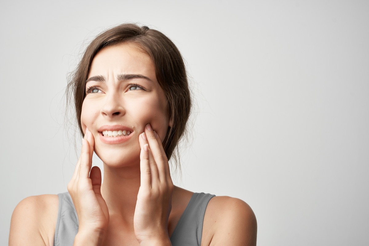toothache woman treatment