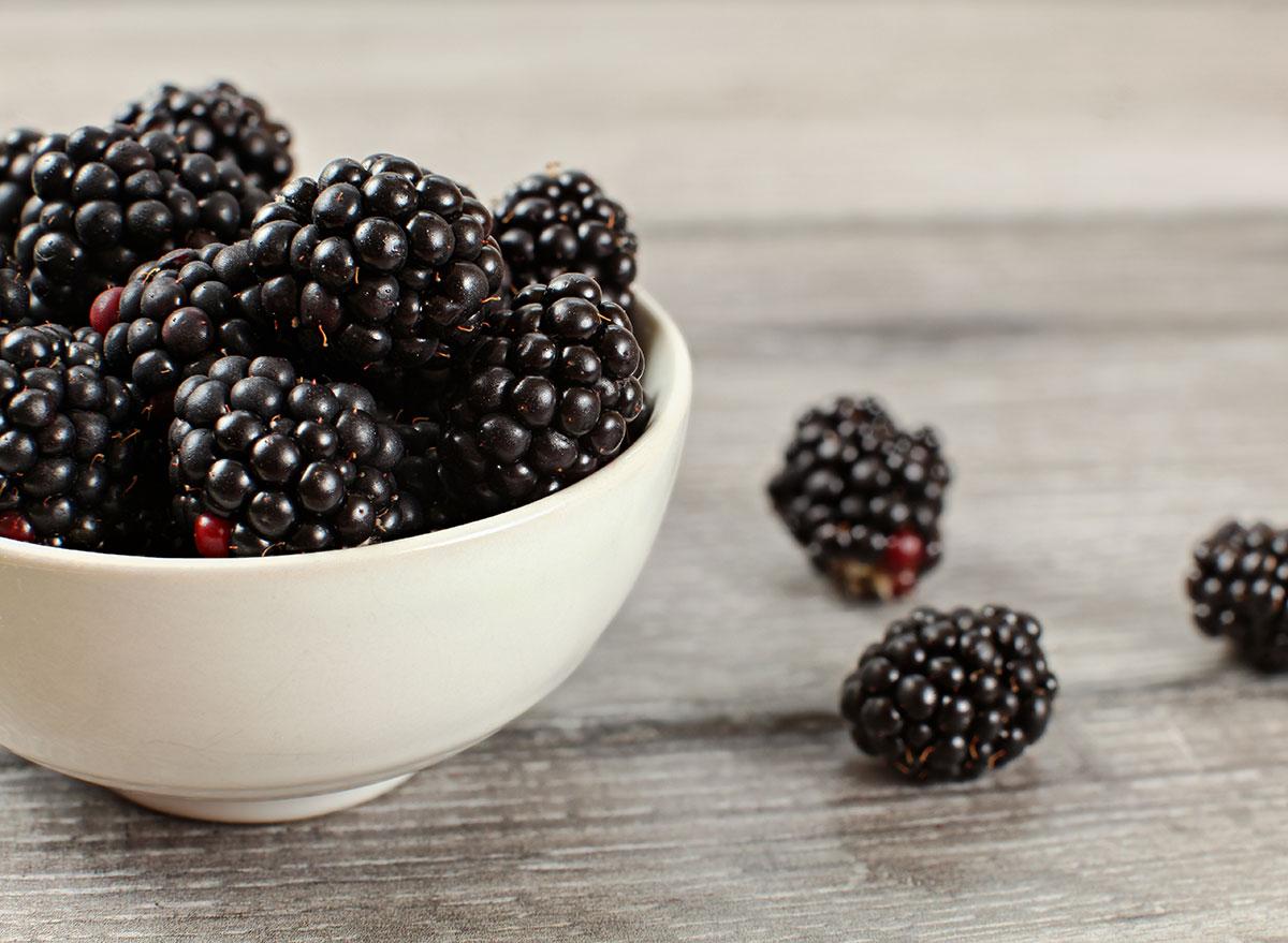 blackberries in white bowl