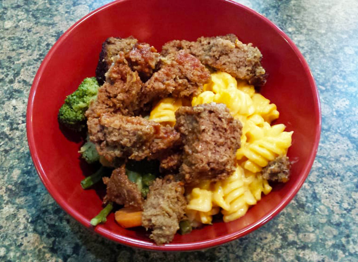 boston market meatloaf mac and cheese bowl