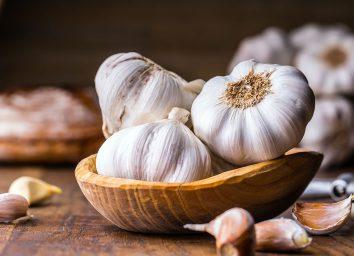 garlic in bowl unpeeled