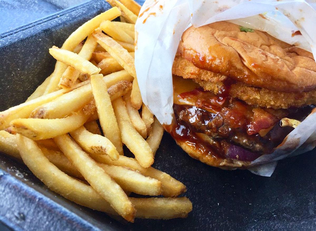 ruby tuesdays smokehouse burger