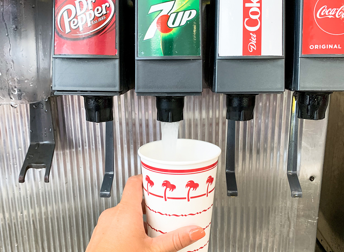 Making a Lemon Up at In-n-Out with 7Up