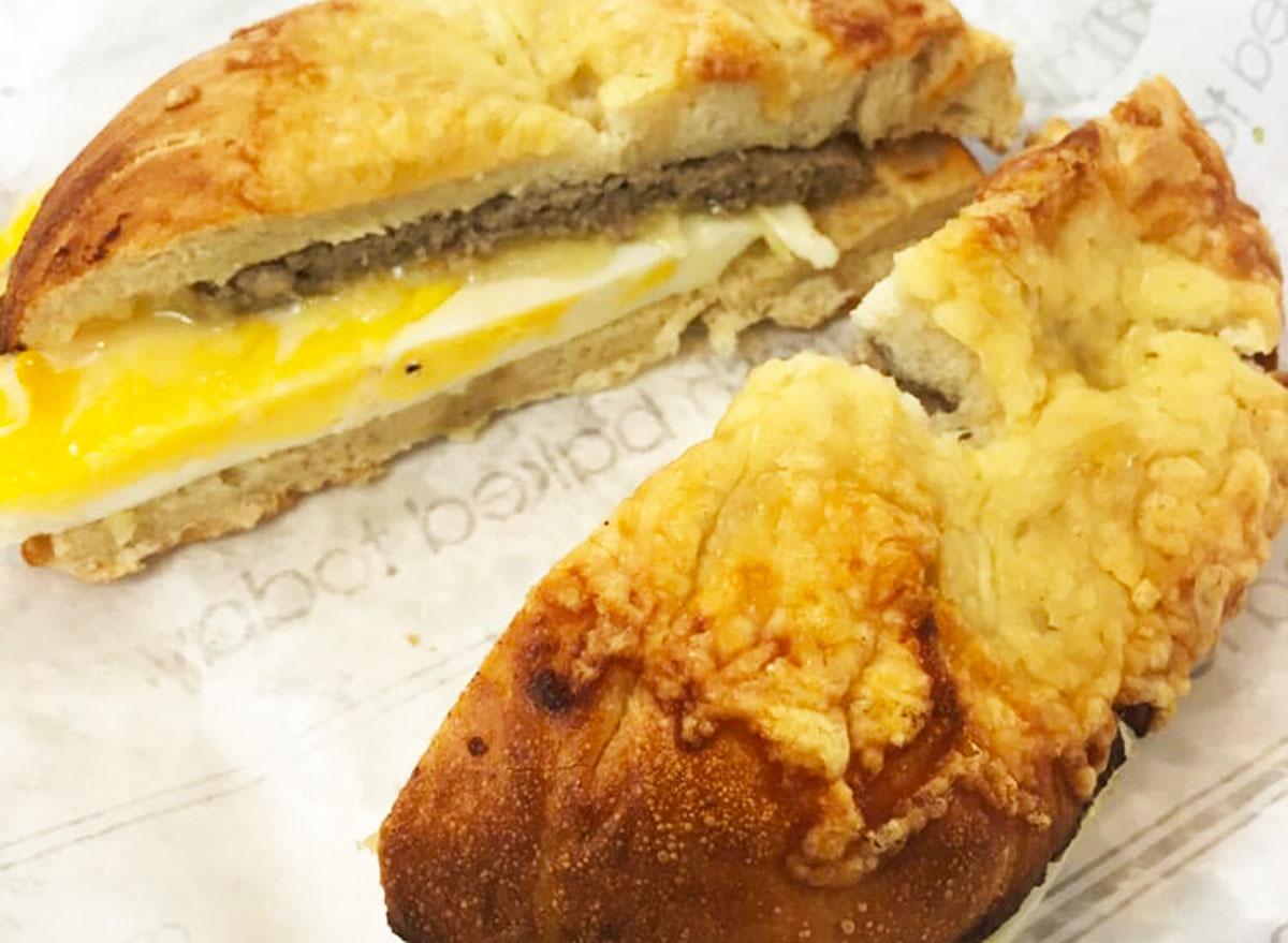 au bon pain sausage egg cheese