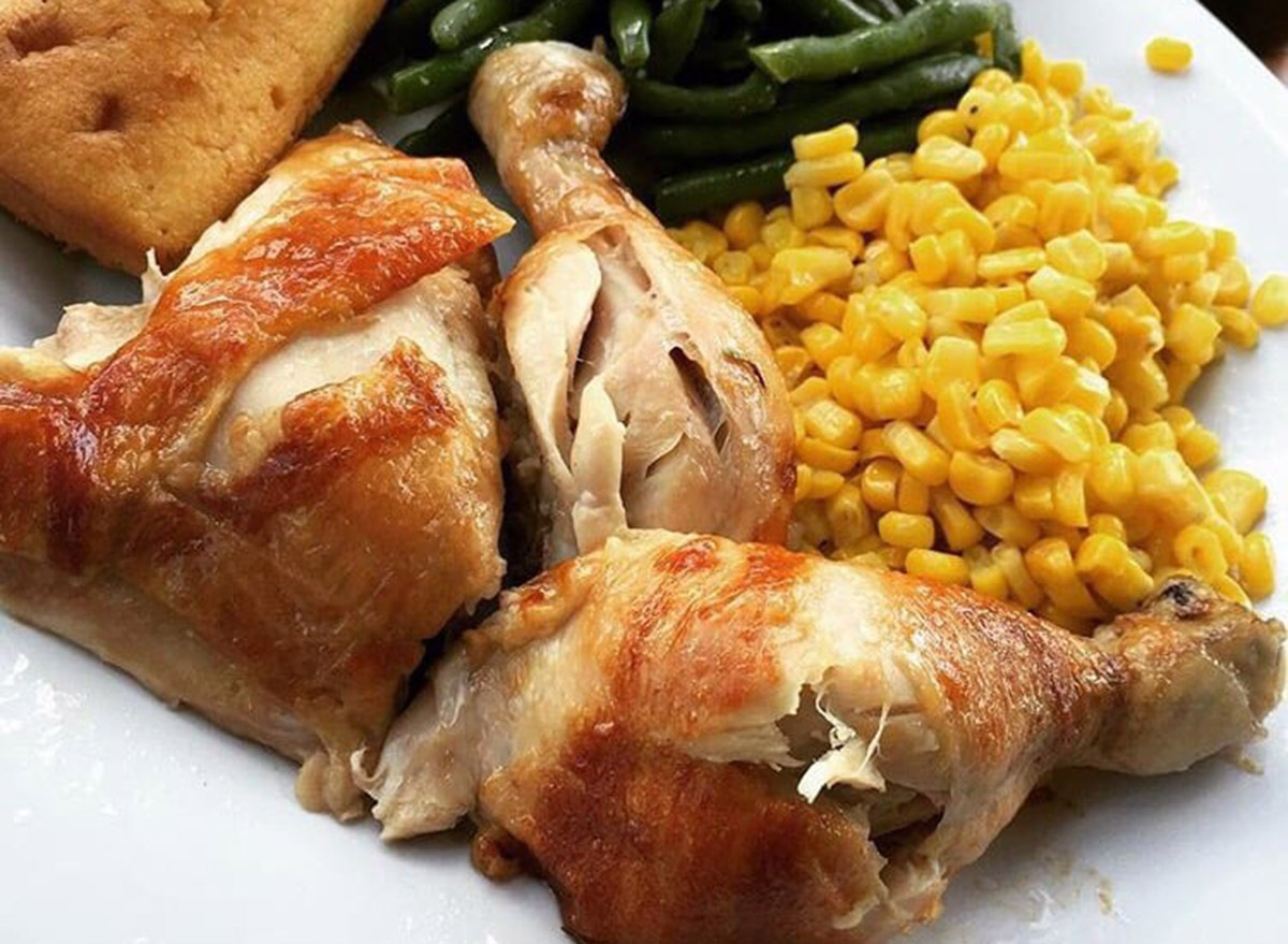 boston market quarter chicken with corn and green beans as sides