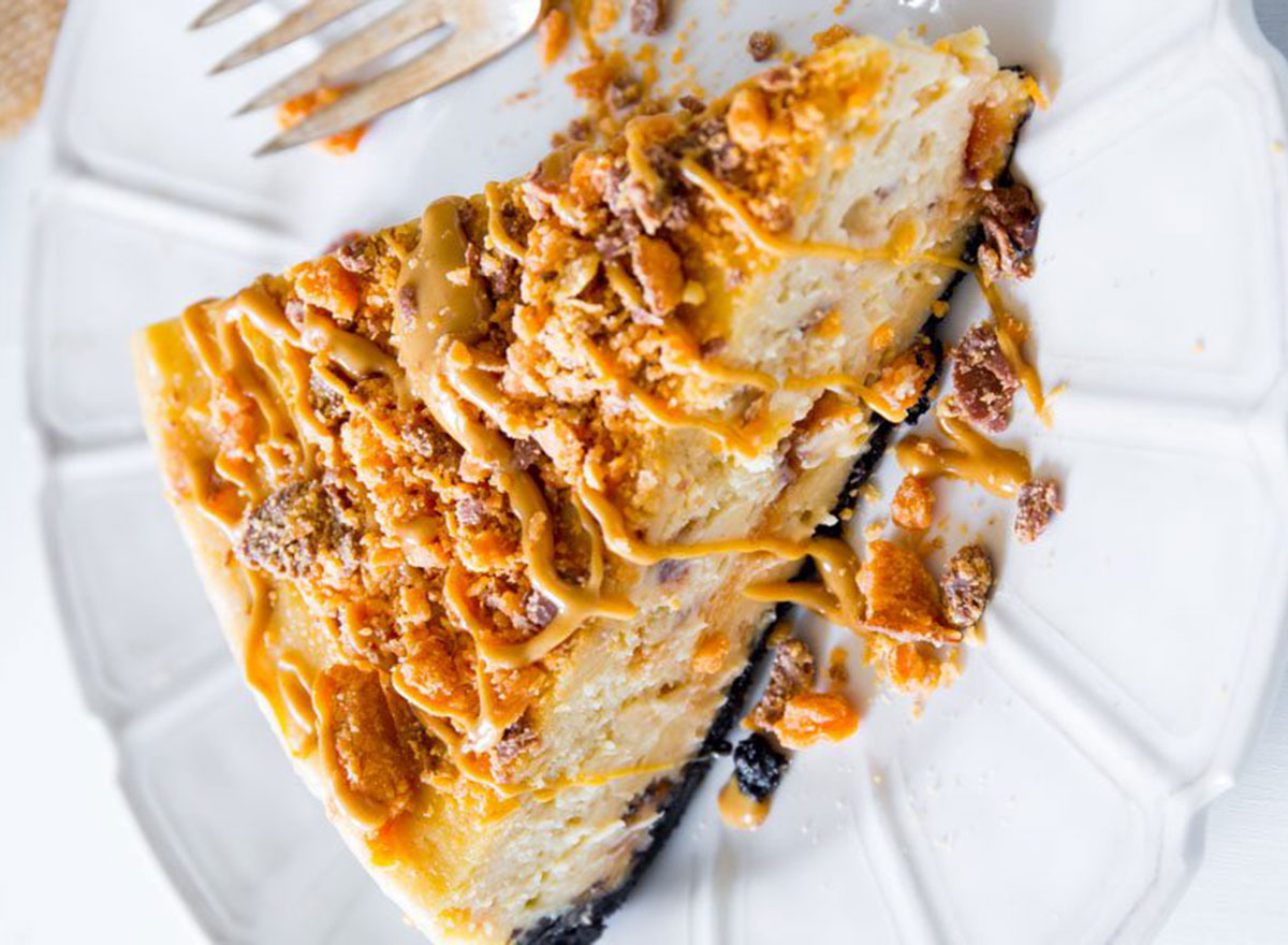butterfinger cheesecake on plate