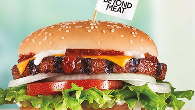 carls jr beyond meat burger
