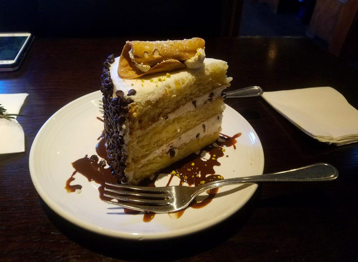 carrabbas cannoli cake