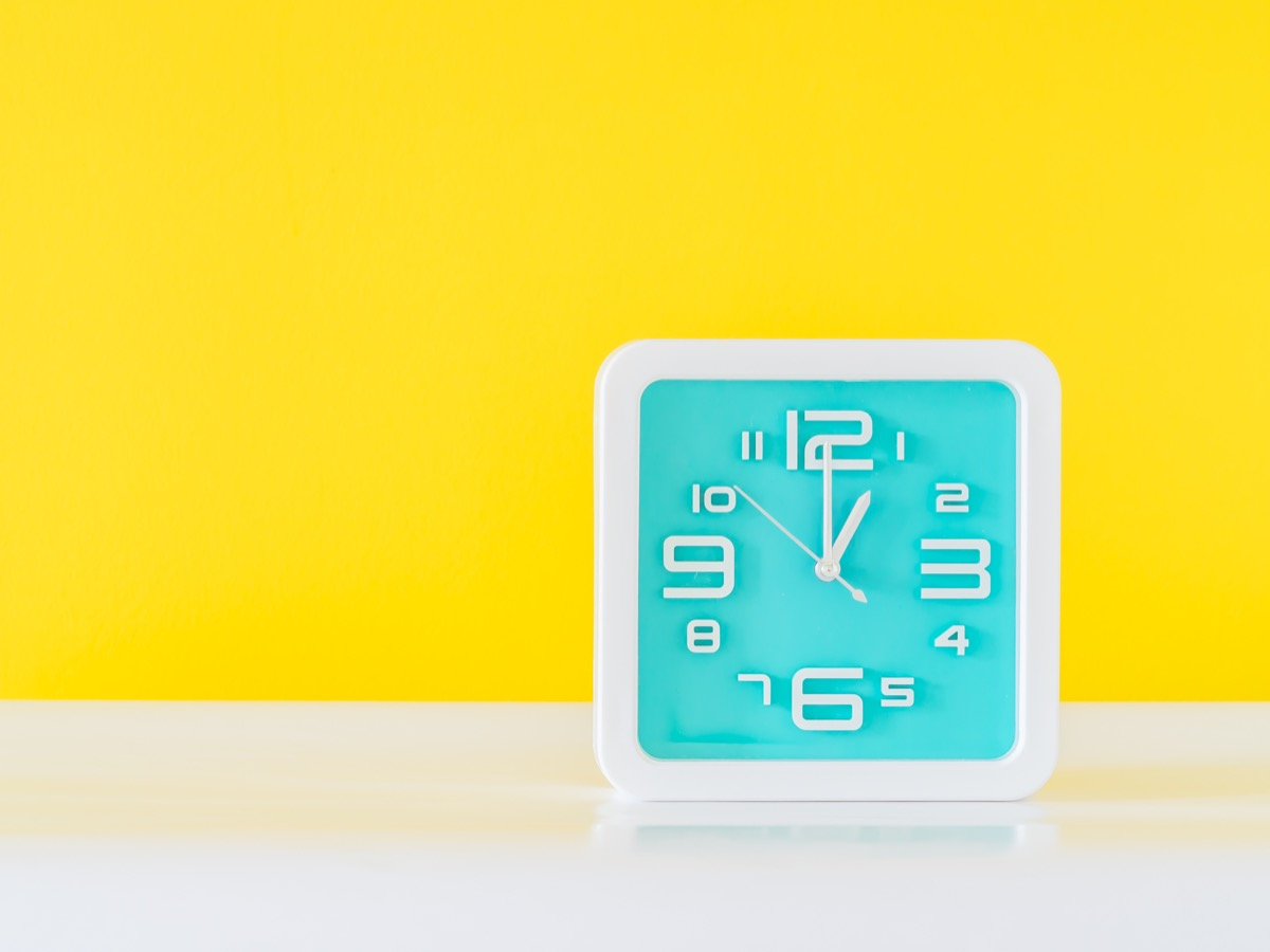 Clock showing 1am