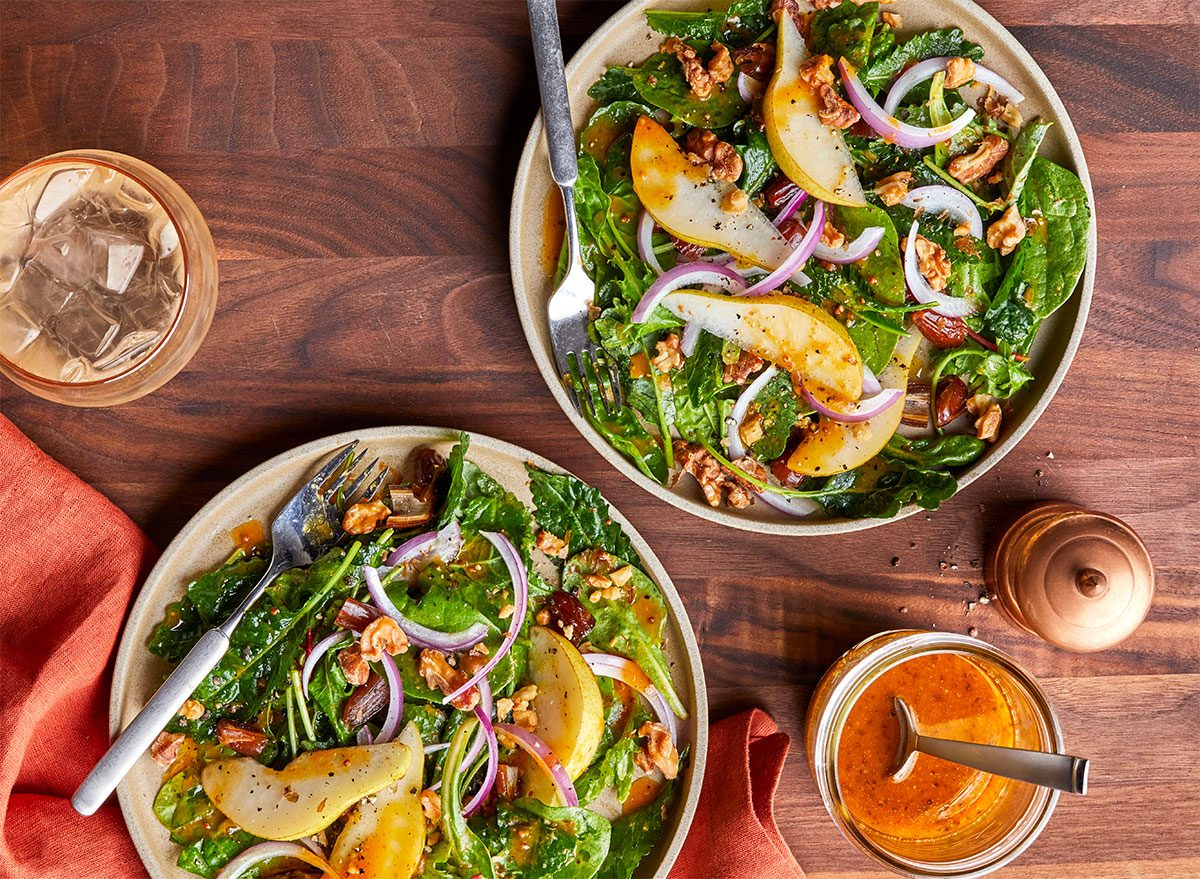 mixed greens salad with pears and pumpkin vinaigrette