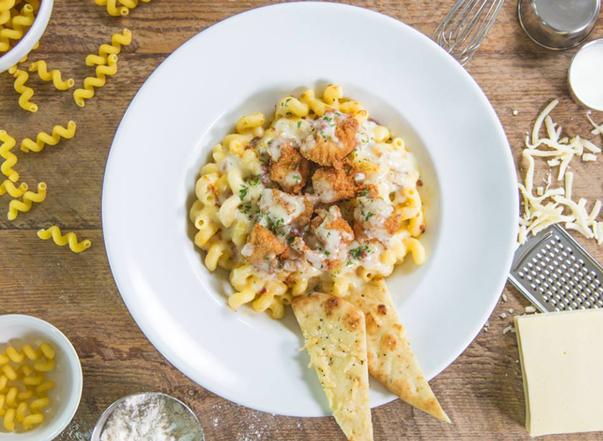 ruby tuesday mac and cheese with crispy chicken