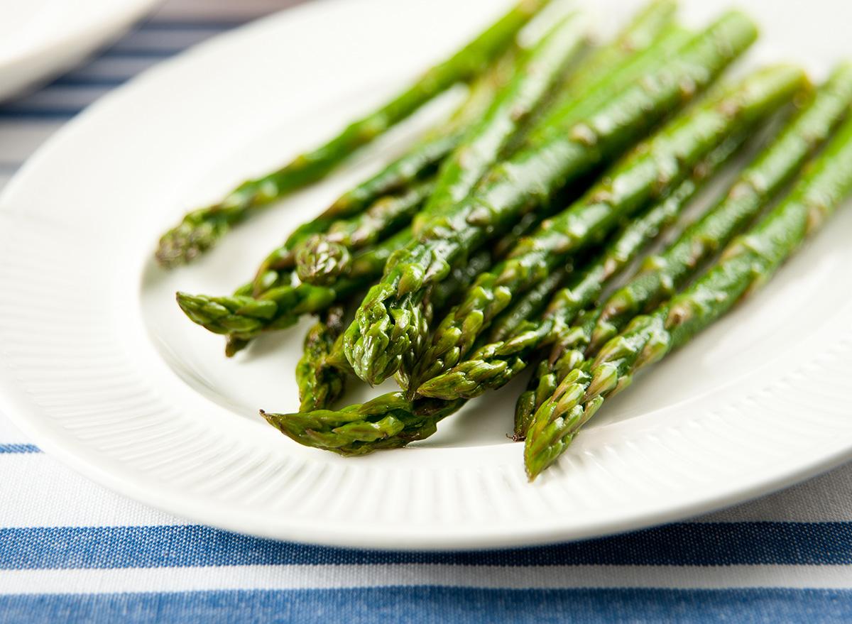steamed asparagus on white plate
