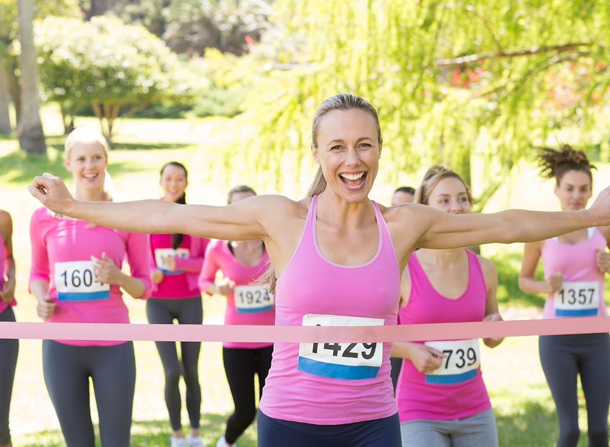 women running breast cancer awareness race