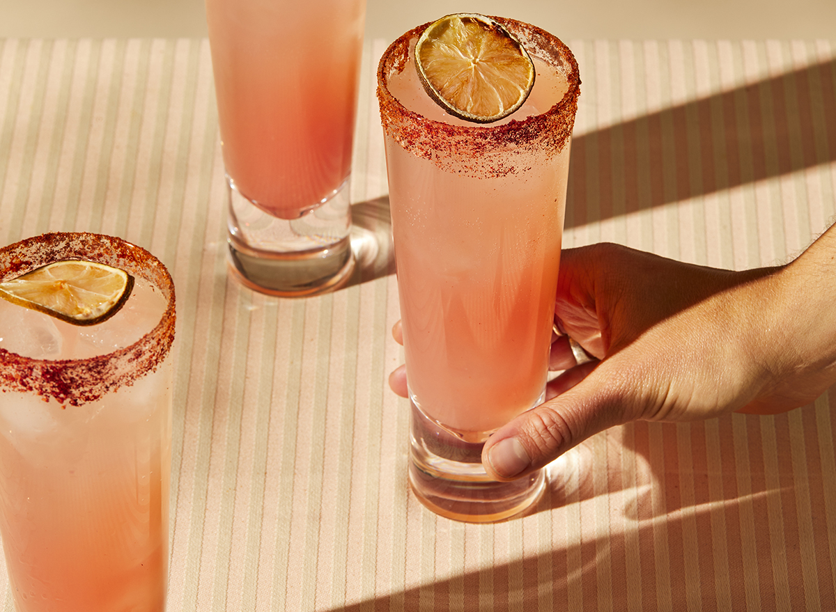 paloma cocktail made with sesión premium tequila
