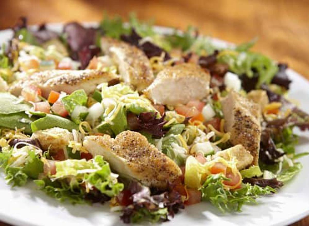 hooters chicken garden salad