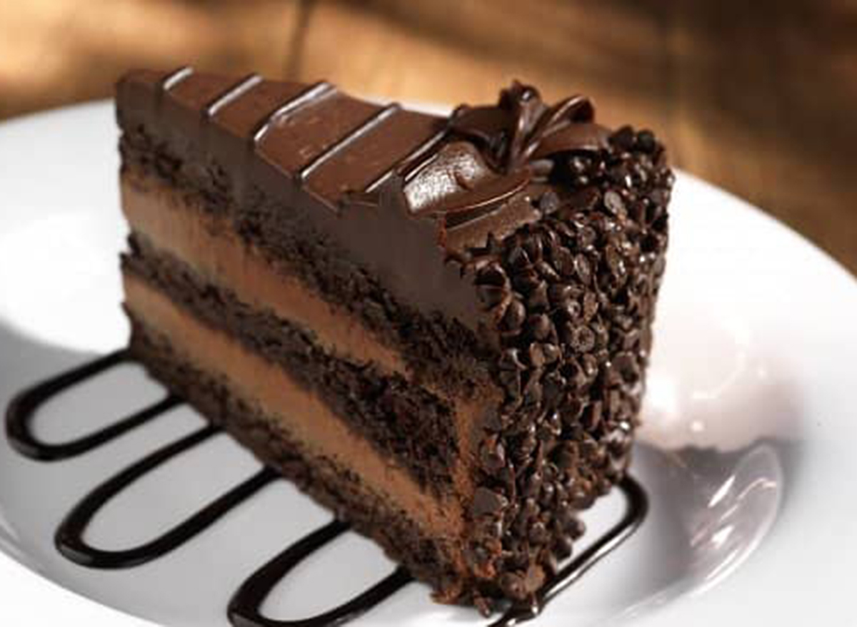 hooters chocolate mousse cake
