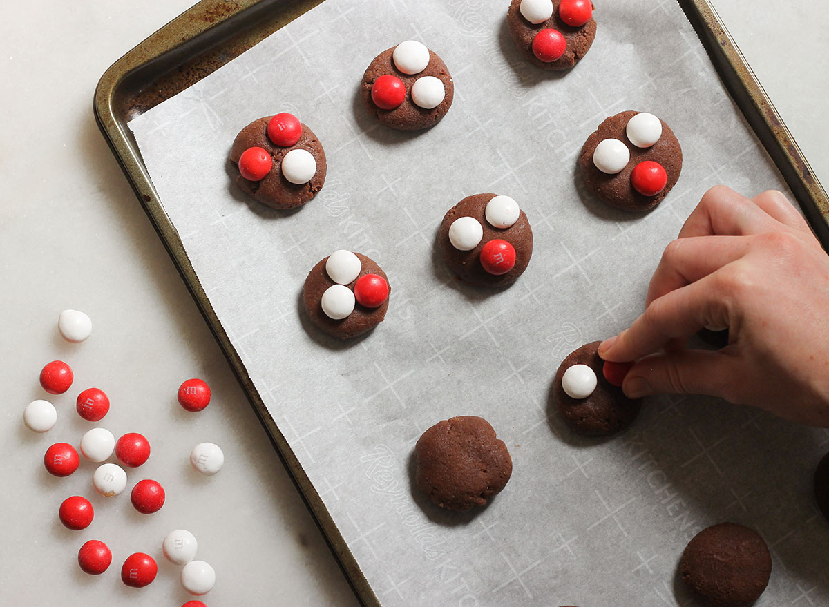 decorating peppermint chocolate cookies