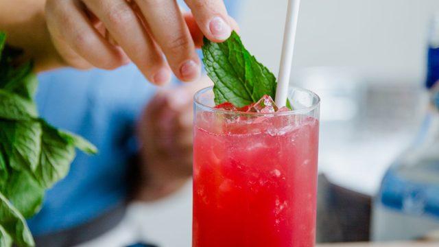 bramble smash vodka cocktail