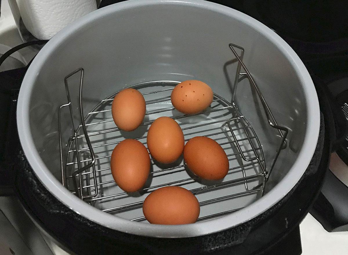 brown eggs in pressure cooker