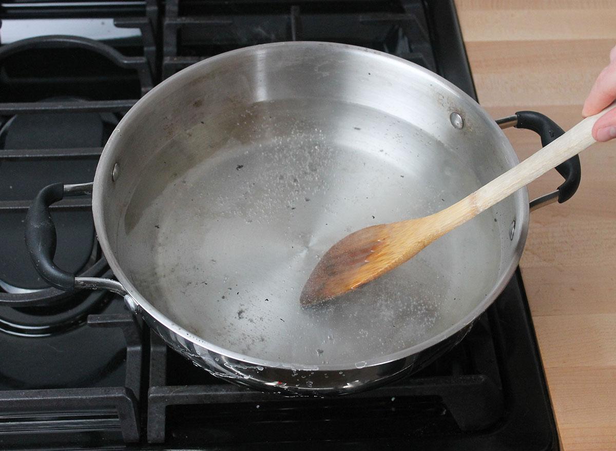 boil vinegar and water