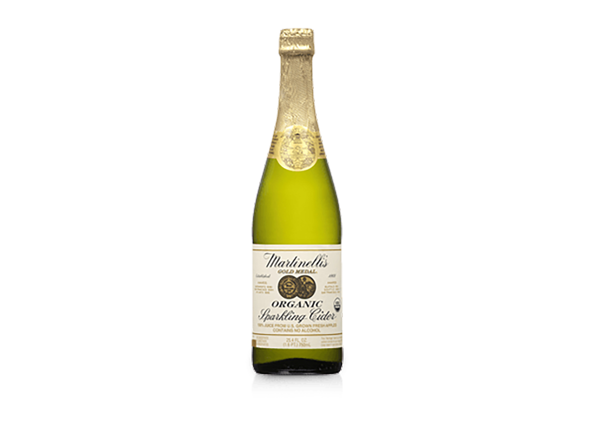 bottle of martinellis sparkling cider
