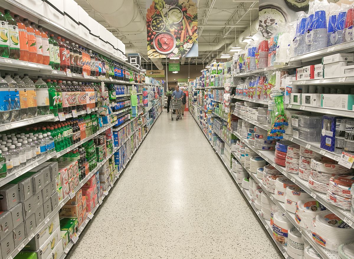 aisle at publix grocery store