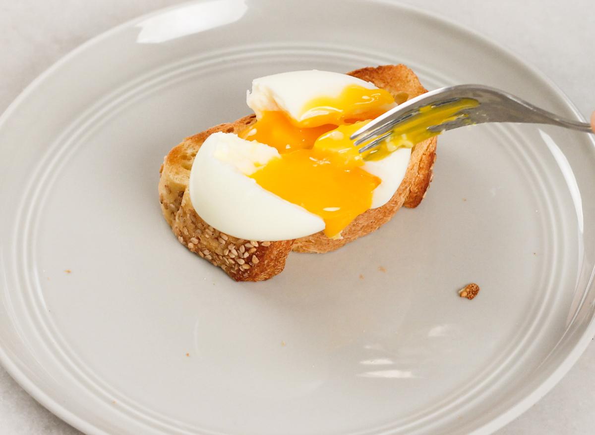 soft boiling eggs