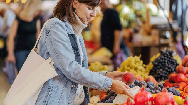 woman fruit shopping in grocery store